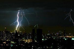 ネットワークの雷サージ対策方法とは